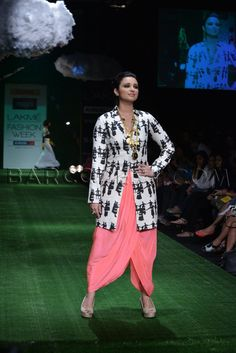 Parineeti Chopra In Masaba Gupta Collection at Lakme Fashion Week (LFW) Summer Resort 2013 Lakme Fashion Week, India Fashion, Indian Attire, Indian Wear, Indian Dresses, Indian Outfits, Indian Clothes, Whatsapp Messenger, Western Outfits