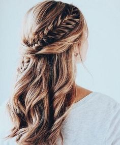 11 Ideas Of Fishtail Braid Hairstyles Trend bob hairstyles 2019 - 11 Ideen von Fishtail Braid Frisuren Bridal Hair Half Up Half Down, Wedding Hair Down, Wedding Hair And Makeup, Braided Half Up Half Down Hair, Braided Half Updo, Long Hair Half Updo, Hair Down With Braid, Half Up Half Down Hair Tutorial, Prom Hair Down