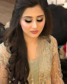 Bridal Hairstyle Indian Wedding, Pakistani Bridal Makeup, Indian Wedding Makeup, Bridal Hair Buns, Rustic Wedding Hairstyles, Bridal Hairdo, Indian Bridal Hairstyles, Pakistani Bride Hairstyle, Indian Eye Makeup