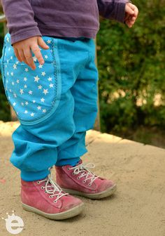 Kleinkinder-Hose aus Babycord mit Sternchen-Einsatz, Schnittmuster: Erbsenprinzessin