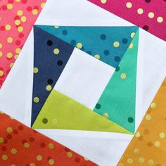 This week's Summer Sampler 2019 block is all about partial seams! Partial seams is one of those techniques that sounds super scary and complicated, but it actually isn't. Modern Quilt Patterns, Quilt Block Patterns, Pattern Blocks, Quilting Projects, Quilting Designs, Embroidery Designs, Quilt Blocks Easy, Scrappy Quilts, Sampler Quilts