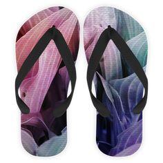 Compre folhas coloridas de @tutticelle em chinelos de alta qualidade. Incentive artistas independentes, encontre produtos exclusivos.