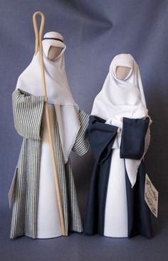 N5: Joseph with fine blue striped gown and Mary with navy gown