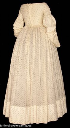 1826 calico sprig printed cotton one piece day dress, cartridge pleated. (back view)