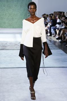 The complete Hellessy Spring 2017 Ready-to-Wear fashion show now on Vogue Runway. Fashion Moda, Fashion 2017, New York Fashion, Runway Fashion, High Fashion, Fashion Show, Womens Fashion, Fashion Trends, Vogue