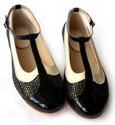 Ona Charol - Flat leather shoes in black and white - Handmade t-strap