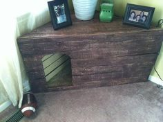 pallet dog house corner table shelf in Camp Lejeune- make it so the top opens and it'll hold the litter box! Pet Beds, Dog Bed, Doggie Beds, Animal Projects, Wood Projects, Pallet Dog House, Corner Table, Corner House, Cat Furniture
