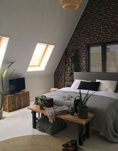 62 modern decor ideas for living room - Page 33 of 62 - SooPush Attic Master Bedroom, Attic Bedroom Designs, Bedroom Loft, Home Bedroom, Bedroom Decor, Attic Loft, Paint Colors For Living Room, New Room, Cozy House
