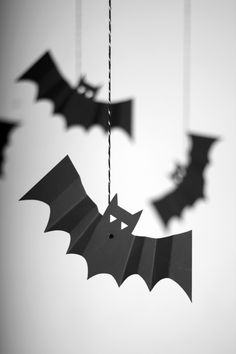 Pack of 8 Hanging Bats Halloween Party Decorations - Something Wicked by Meri Meri Halloween Bat Decorations, Halloween Party Themes, Halloween Celebration, Halloween Bats, Halloween 2017, Halloween House, Holidays Halloween, Happy Halloween, Hanging Bat