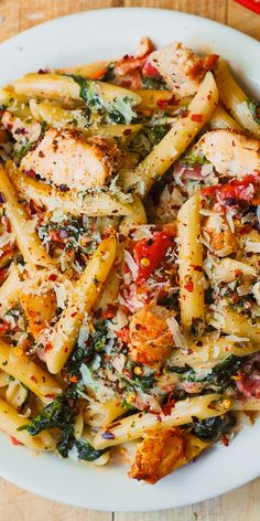 Chicken and Bacon Pasta with Spinach and Tomatoes in Garlic Cream Sauce – deli. Chicken and Bacon Pasta with Spinach and Tomatoes in Garlic Cream Sauce – delicious creamy sauce perfectly blends together all the flavors: bacon, garlic, spices, tomatoes. Chicken Bacon Pasta, Chicken Pasta Recipes, Roasted Chicken, Vegetable Pasta Recipes, Creamy Chicken Pasta, Recipe Chicken, Tuscan Chicken Pasta, Pasta Dinner Recipes, Pasta With Bacon
