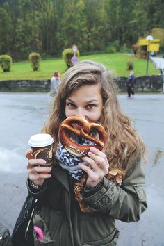 Bretzel & cappuccino ❤ #bretzel #precel #kawa #cappuccino #Bawaria #Niemcy #podróże #MiniEurotrip2014