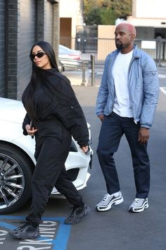 Discover exactly what clothes Kanye West is wearing. Kanye West Style, Kanye West Fashion, Fashion Night, Look Fashion, Fashion Edgy, Fashion Men, Fashion Boots, Fashion Vintage, Cheap Fashion