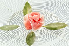 日本ハム | ウインナーの飾り切り - 生ハムのバラ