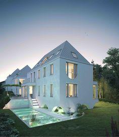 Die Häuser der Wehrgasse liegen in einer der schönsten Ecken von Maxglan – direkt am Glanbach mit seinem alten Baumbestand. Salzburg, Mansions, House Styles, Home Decor, Luxury Villa, Condominium, Apartments, Villas, Old Town