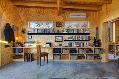 Rustic style is great choice for home office if you what to work in cozy, peaceful atmosphere, especially if you live in a cabin style home or if you have Small Modern Cabin, Modern Tiny House, Modern Cabins, Small Cabins, Modern Houses, Modern Home Offices, Tiny House Community, Small House Decorating, Cabin Decorating