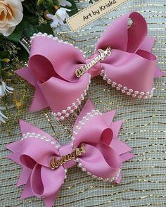 On the tail of summer, it's time back to school, why not make a swan hair clip for your lovely daughter . Gold Hair Bow, Pink Hair Bows, Baby Hair Bows, Gift Ribbon, Ribbon Crafts, Ribbon Bows, Diy Shrink Plastic Jewelry, Jojo Bows, Hair Bow Tutorial