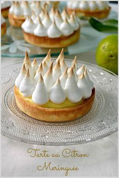 Pie, Tartlet … We continue the adventure of tartlets, today I have chosen the scent of lemon to please my husband, who loves this fruit very much. The lemon cream does not attack the taste buds and the meringue just soften the acidity … Fun Desserts, Delicious Desserts, Meringue, Desserts Around The World, Mousse, French Pastries, Sweet Tarts, Tart Recipes, Dough Recipe