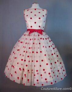 Vintage Fashion: Cupcake Dress Polka Dot Full Skirt Small bust 36 at Couture Allure Vintage Clothing 50s Dresses, Vintage Dresses, Vintage Outfits, Fashion Dresses, Rockabilly Dresses, Rockabilly Style, Wedding Dresses, Pretty Outfits, Pretty Dresses