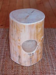 prirodnyMuzicek / Škandinávsky stolček s otvorom
