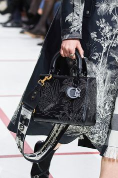 91dac23fede7 Christian Dior Fall 2019 Ready-to-Wear Fashion Show Details  See detail  photos for Christian Dior Fall 2019 Ready-to-Wear collection. Look 158