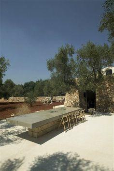 large concrete table Vosgesparis: Beautiful Italian summer home | outdoor dining