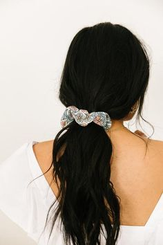 Loving the scrunchie trend! On The Fly Scrunchie – Luca + Grae Messy Hairstyles, Pretty Hairstyles, Luca And Grae, Dye My Hair, Different Hairstyles, Hair Dos, Balayage Hair, Prom Hair, Hair Inspo