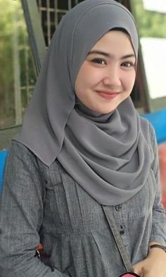 New fashion outfits teenage classy ideas - Prom Dresses Design Modern Hijab Fashion, Muslim Fashion, New Fashion, Fashion Outfits, Classy Fashion, Casual Hijab Outfit, Hijab Chic, Dress Casual, Beautiful Muslim Women