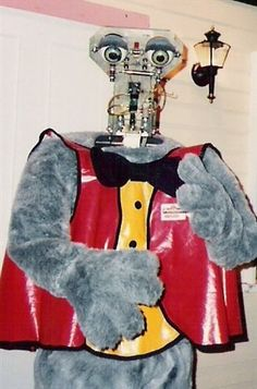 1987 fnaf old animatronitc | photo