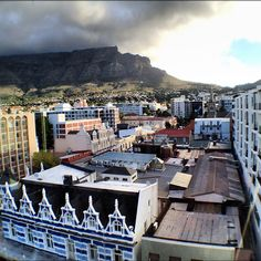 Modern Cape Town cityscape, as always sheltered by Table Mountain - restored building in foreground Le Cap, Cape Town South Africa, Table Mountain, Live, Paris Skyline, Restoration, African, Exterior, Clouds