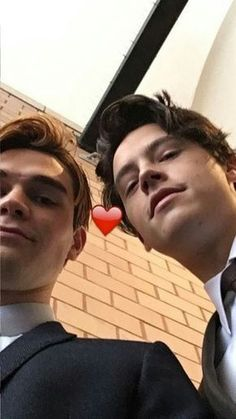 Find images and videos about riverdale, cole sprouse and kj apa on We Heart It - the app to get lost in what you love. Riverdale Funny, Riverdale Memes, Riverdale Cast, Watch Riverdale, Archie Comics, Riverdale Poster, Camila Mendes Riverdale, James Fitzgerald, Zack Y Cody
