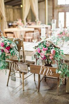 Love the backs of these sweetheart wedding chairs!