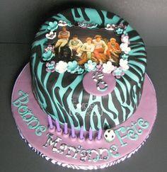 One direction Birthday Cake - La Forge à Gâteaux #OneDirectionCake www.laforgeagateaux.com