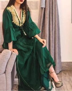 Image may contain: one or more people and people standing Arab Fashion, Muslim Fashion, Modest Fashion, Look Fashion, Fashion Dresses, Stylish Dress Designs, Stylish Dresses, Elegant Dresses, Arabic Dress