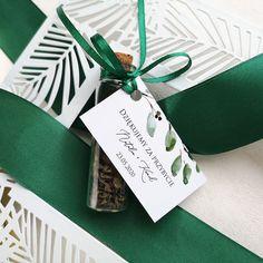 Flakoniki szklane na herbatę ze spersonalizowanym bilecikiem z kolekcji Gałązki Oliwne. Gift Wrapping, Diet, Gift Wrapping Paper, Wrapping Gifts, Gift Packaging