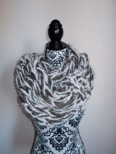 Sciarpa infinity arm knitting  col. marrone e di Armonieinlilla