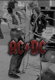 AC / DC Ac Dc Rock, Kid Rock, 70s Music, Rock Music, Rock Legends, Bon Scott, Angus Young, Rock And Roll Bands, Rock N Roll