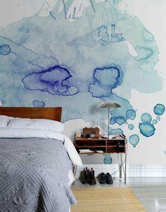 peinture à l'eau bleu-clair-lit-bois-massif-tapis-beige