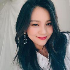 Umji so Pretty💕 Kpop Girl Groups, Korean Girl Groups, Kpop Girls, Rapper, Kim Ye Won, Gfriend Sowon, Sinb Gfriend, Latest Music Videos, Fans Cafe