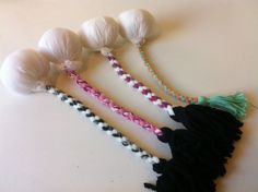 Great site from dear old NZ on making your very own poi balls for figure eighting