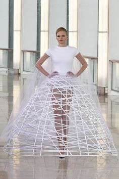 Stephane Rolland, Spring Couture 2015 x Stephane Rolland, Fashion Images, Fashion Art, Fashion Design, Fashion Trends, Dress Fashion, Fashion Details, Fashion News, Couture 2015