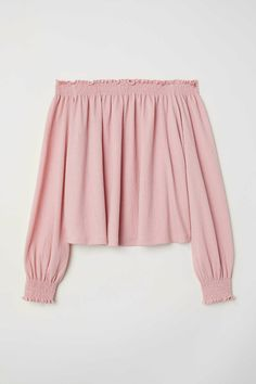 Off-the-shoulder blouse in crinkled jersey with linen content. Smocking at top, long raglan sleeves, and smocking at cuffs. H M Outfits, Street Style Outfits, Crop Top Outfits, Cute Casual Outfits, Pretty Outfits, Buckle Outfits, Girls Fashion Clothes, Teen Fashion Outfits, Off Shoulder Bluse