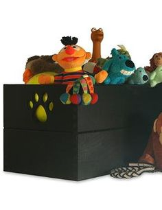 Keep your pet's favorite toys in one place without sacrificing your home's style with the Paw Design Dog Toy Box.