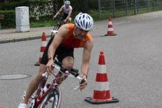 ronman 70.3 Schweiz ins Wasser gefallen Buchstäblich ins Wasser gefallen ist der BMC IRONMAN 70.3 Switzerland in Rapperswil-Jona am 2. Juni 2013. Nachdem die Veranstalter bereits das Schwimmen abgesagt und sich zur Durchführung eines Duathlon entschlossen Riegel 2010hatten, verhinderte ein Erdrutsch die Austragung des Rennens. Zwar wurde bei dem Erdrutsch niemand verletzt, allerdings sperrte die Polizei die Strecke.