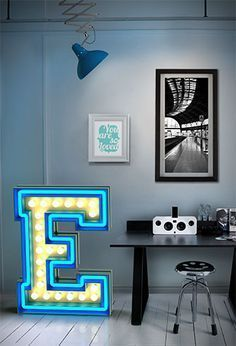 Graphic lamps: Let's fall in love with the most amazing marquee lamps and marquee letters that will elevate your mid-century modern interior