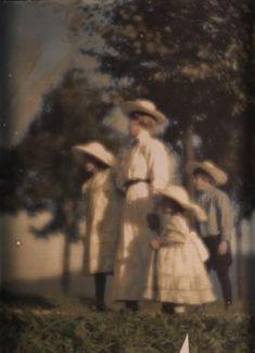 Mary Warner mit Geschwistern Kühn, by Heinrich Kuhn