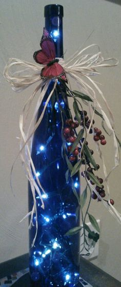 15 Christmas Craft Ideas With Wine Bottles HomelySmart : Save some money this Christmas with homemade Christmas crafts! Upcycle old bottles with a touch of personalization. It's amazing how a normal bottle can turn out to be some amazing home decor… deco Recycled Wine Bottles, Wine Bottle Corks, Glass Bottle Crafts, Painted Wine Bottles, Lighted Wine Bottles, Diy Bottle, Old Bottles, Bottle Lights, Blue Bottle