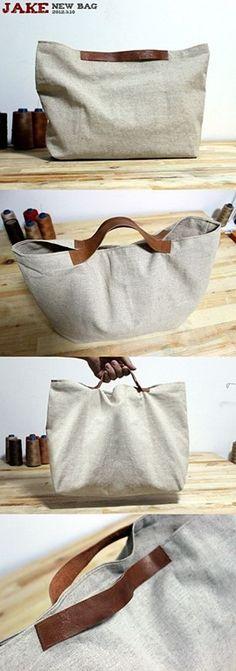 Uma bolsa de tecido, simples e básica com um charme na colocação da alça.