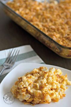 Here is a traditional and delicious recipe for funeral potatoes. This potato casserole side dish is cheesy and creamy. Easy Potato Casserole, Easy Casserole Recipes, Casserole Dishes, Breakfast Casserole, Vegan Dishes, Food Dishes, Main Dishes, Funeral Potatoes Recipe, Perfect Baked Potato