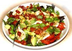 Avocado-caprese salade met zelf gedroogde tomaatjes