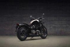 REAR VIEW OF TRIUMPH BONNEVILLE SPEEDMASTER MOTORCYCLE